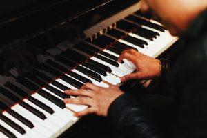 Éxito del concierto de Kennedy Moretti