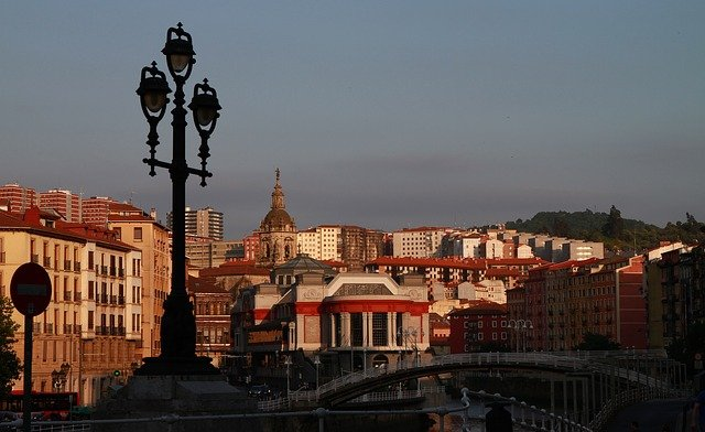 Albelo hace historia en Bilbao.