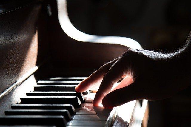CURSO INTERNACIONAL DE CANTO Y PIANO ACOMPAÑANTE