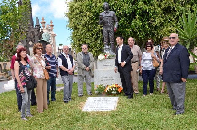 Gran repercusión mediática de nuestra ofrenda floral a Kraus en Las Palmas