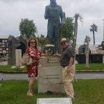 Ofrenda Floral de ALAAK a Alfredo Kraus en el Cementerio de Las Palmas