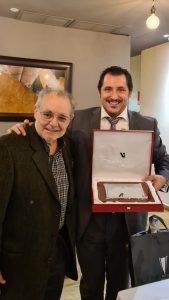 Entrega de la placa de Socio de Honor a Jorge de León